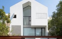 Căn nhà tràn ngập ánh nắng tự nhiên nhờ thiết kế hệ cửa kính lớn tại Quảng Ninh