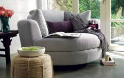 Tạo điểm nhấn cho căn phòng với những mẫu bàn, ghế, thảm sofa tròn hiện đại
