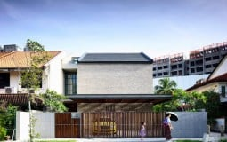 A tale of two courts house: Nhà phố 2 tầng với giếng trời ấn tượng