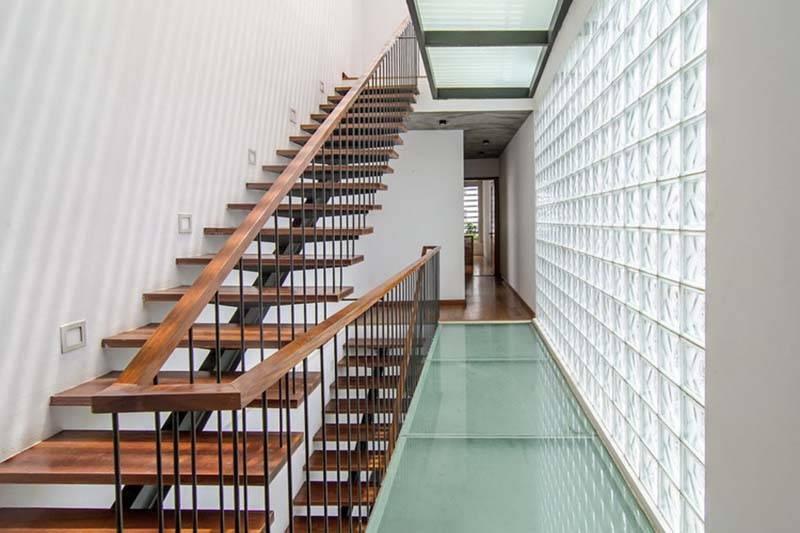 Cầu thang xương cá - điểm nhấn thú vị cho không gian