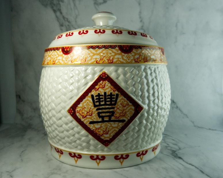 Nhà thêm lộc nhờ chọn và bài trí hũ gạo đúng phong thủy